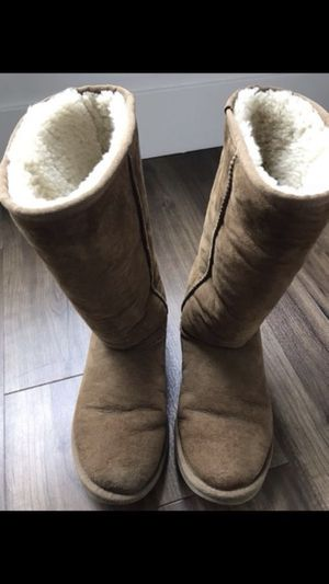 Size 7 UGG has little hole.. check all the pics for Sale in San Francisco, CA