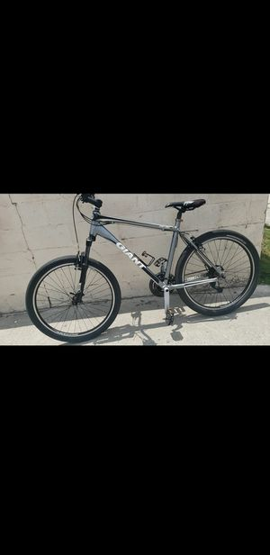 Giant Revel 2 mountain bike for Sale in Paramount, CA
