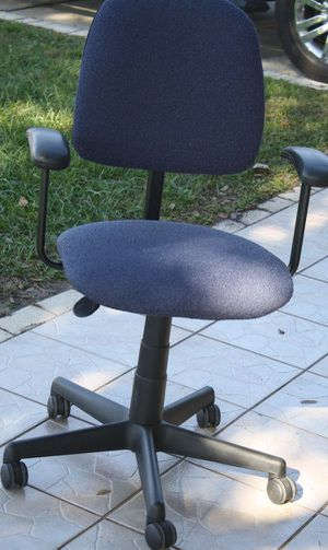 Nice dark blue fully adjustably office/desk arm chair for Sale in Kissimmee, FL