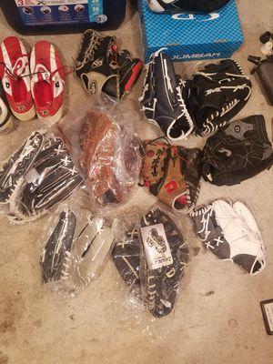 Softball baseball gloves for Sale in Elizabeth, NJ