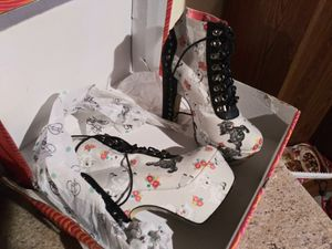 Size 11 - 4inch Heel Platform Boots for Sale in Graham, WA