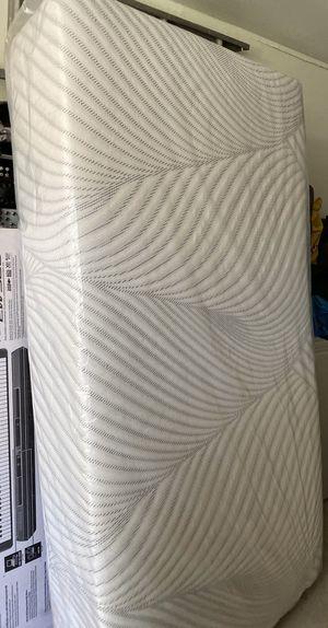 Queen size mattress for Sale in Cudahy, CA
