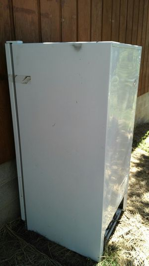 Tappin upright freezer not working for Sale in Lakeside, AZ