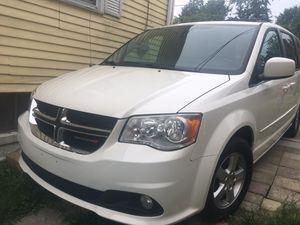 White Dodge Gran Caravan for Sale in Hyattsville, MD