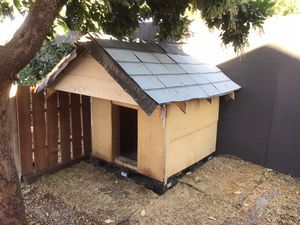 Large Dog House Insulated Very Heavy Duty for Sale in Manteca, CA