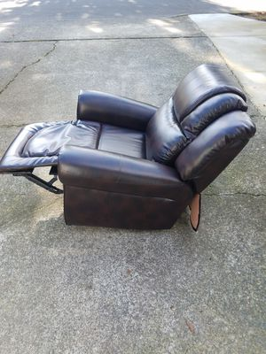 New leather reclining chair for Sale in Vancouver, WA