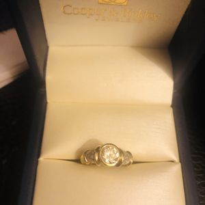 10k Solid Gold Ring W 1ct CZ as Center Stone. Size 7 Approx. for Sale in Trenton, MI