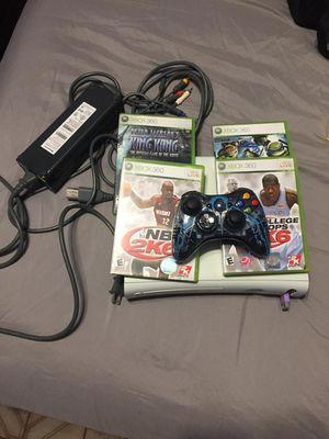 Xbox 360 , 4 juegos for Sale in Hialeah, FL