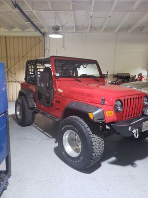 Jeep Wrangler 1997 this is perfect condition is 4 cylinder 2.5 os 4x4 automatic ready to drive for Sale in Fullerton, CA