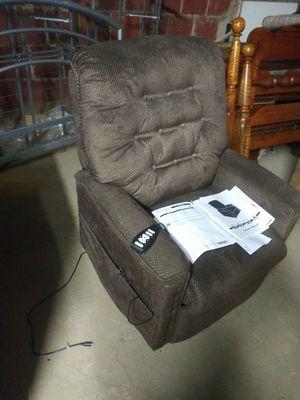Nuevo sofa con control reclinable for Sale in Arlington, VA