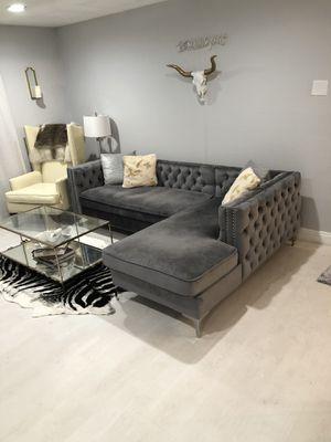 Da Vinci Sectional Tufted Velvet Grey Sofa for Sale in Las Vegas, NV