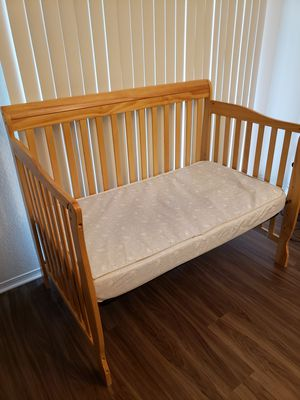 Convertible Infant Crib for Sale in Alexandria, VA