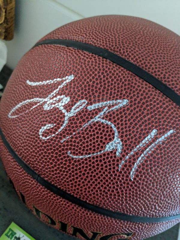 *YOUNGEST TRIPLE DOUBLE IN NBA HISTORY* LONZO BALL AUTOGRAPHED BASKETBALL WITH COA
