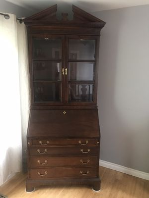 Gorgeous Century writing desk and hutch for Sale in Redmond, WA