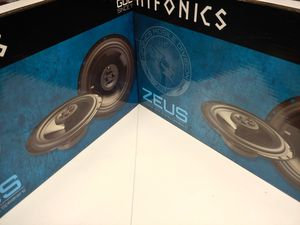 Hifonics (total 2 pairs) hifonics 6.5 inch 3 way 300 watts car speakers brand new for Sale in Bell Gardens, CA
