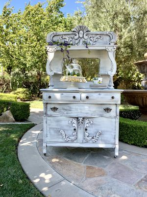 Beautiful Vintage Cabinet for Sale in Ontario, CA