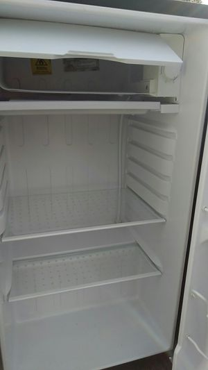 Igloo apartment size fridge/freezer for Sale in Columbus, OH