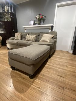 Gray Couch / Sectional Couch / Sofa With Ottoman 🛋 for Sale in Compton,  CA
