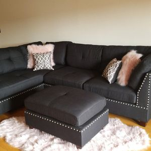 """BLACK LINEN SOFA SECTIONAL WITH OTTOMAN REVERSIBLE 104""""x75"""" for Sale in North Miami, FL"""