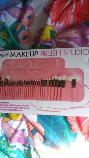 Brand new 32-piece makeup brush Studio with case for Sale in Virginia Beach, VA