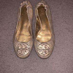 Gold Tory Burch Flats Size 7.5 for Sale in Manor, TX