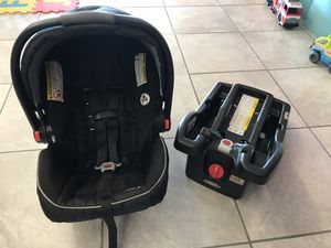 Graco Snugride 35 LX Infant Car seat for Sale in Mesquite, TX