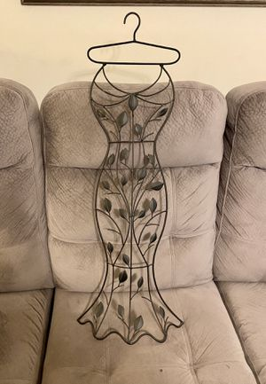 Pretty Metal Dress Wall Hanging for Sale in Mount Holly, NC