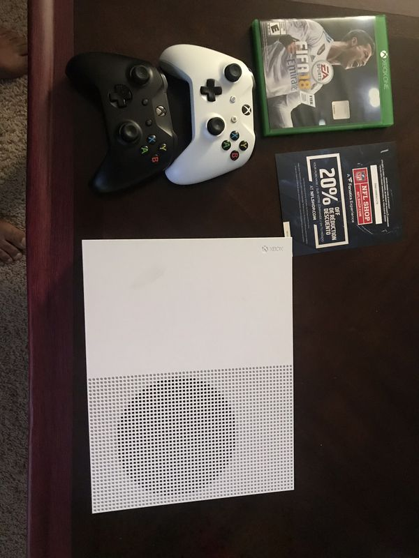 Xbox one s 500 GB , 2 Controllers + fifa 18