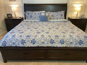 Manoticello King Bedroom Set for Sale in Orting, WA
