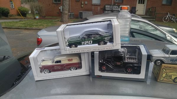 Diecast Collectible Toy Cars (1:24 scale)