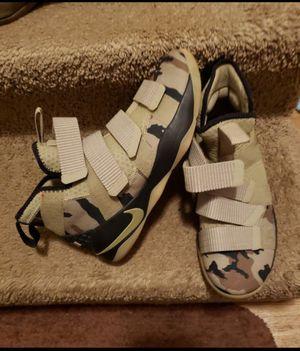 Men's Nike Lebron Camo tenis shoes size 8.5... $90 for Sale in Nashville, TN