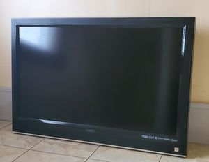 """Vizio 37"""" Flat TV with remote for Sale in Fall River, MA"""