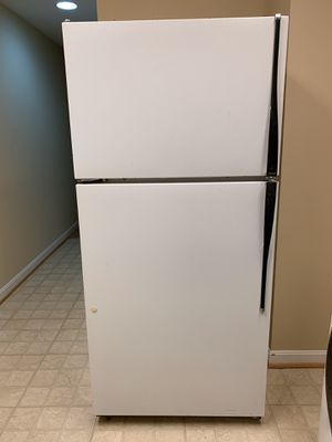 Hotpoint refrigerator with too freezer white for Sale in Herndon, VA