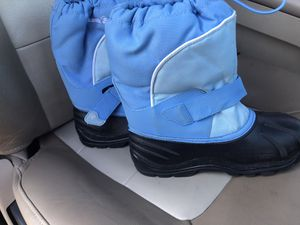 Kamik kid Snow Boots Size 4 (not toddler) for Sale in Chula Vista, CA