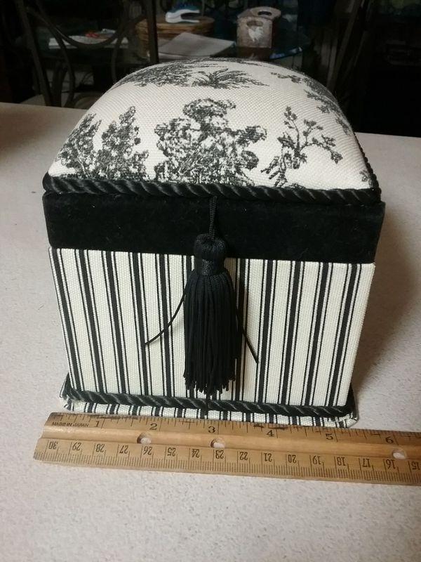 Waverly box