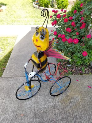 Bee Metal Plant Stand (Yard Art) for Sale in Wylie, TX