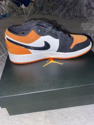AIR JORDAN 1 LOW //black orange , size 4y for Sale in Norwalk, CA