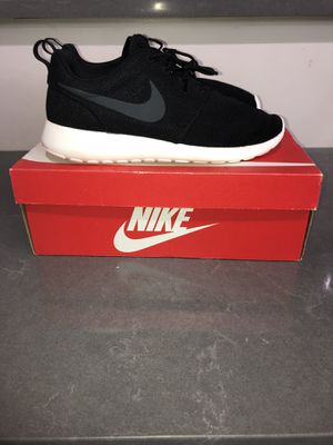 Nike rosh run size 10 brand new for Sale in Rockville, MD