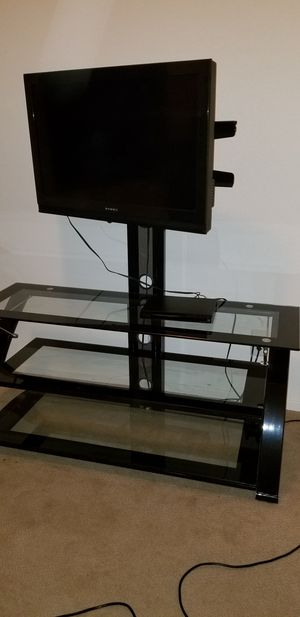 """TV Stand and 22"""" Dynex Flat Screen TV for Sale in Las Vegas, NV"""