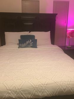 Queen Size Bed for Sale in Tukwila,  WA