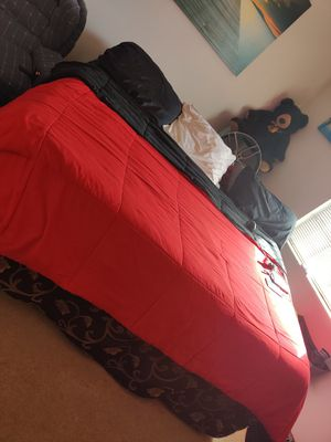 King size bed/with box springs/and frame for Sale in Madisonville, TN
