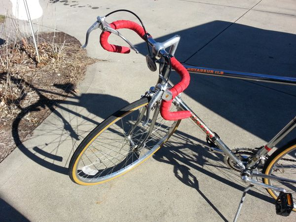 Schwinn voyageur 11.8 bicycle. Exvellent rider. Gorgeous bicycle. New tape and pedals. Chrome frame