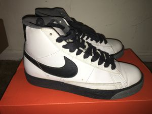 Women's Nike Size 6.5 for Sale in Los Angeles, CA