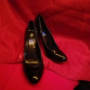 BLACK PATENT LEATHER PUMPS SIZE 7 for Sale in Fairfield, CA