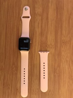 Apple Watch 5 Gps 40mm for Sale in Oakland, CA