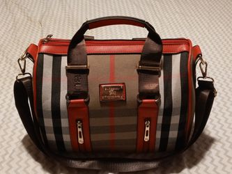 (PENDING)$400 Burberry Red plaid Shoulder Bag nwot open to offers for Sale in Indianapolis,  IN