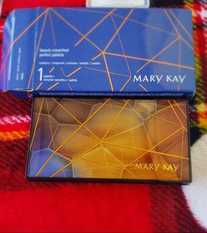 Paleta más 2 iluminadores Marykay for Sale in Perris, CA