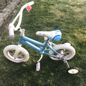 "Girls 12"" bicycle with training wheels for Sale in Tacoma, WA"