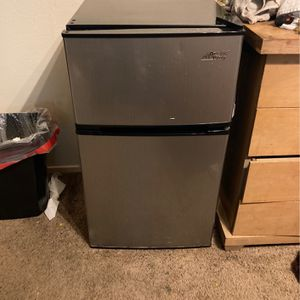 Mini Fridge - Clean - Freezer for Sale in Chico, CA