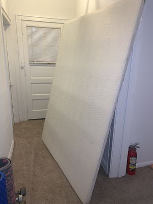 Queen size bed frame *Base**** for Sale in Chicago, IL